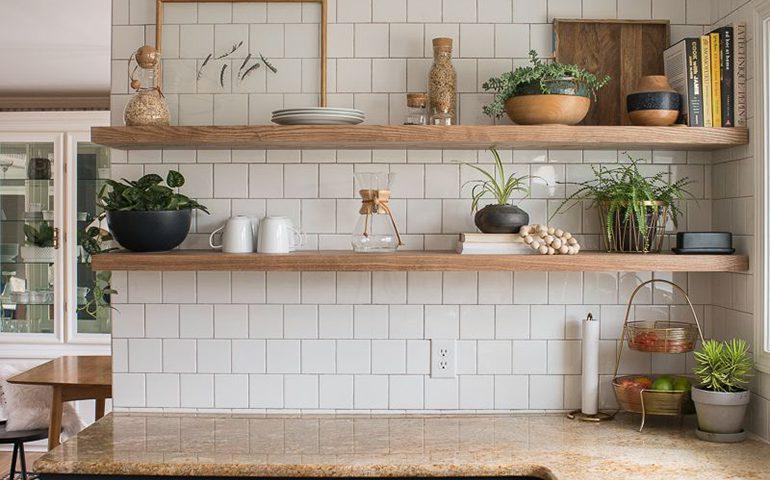 شلف دیواری در آشپزخانه
