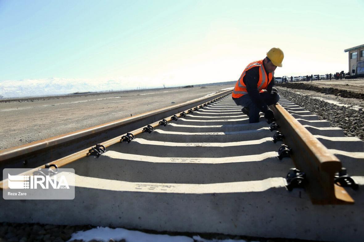 خبرنگاران پروژه راه آهن اقلید - یزد در زمره طرح های ملی جهش تولید قرار گرفت