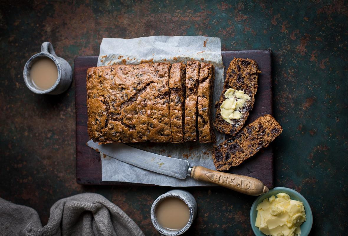 2 طرز تهیه کیک چای بسیار خوشمزه در فر و بدون فر در قابلمه