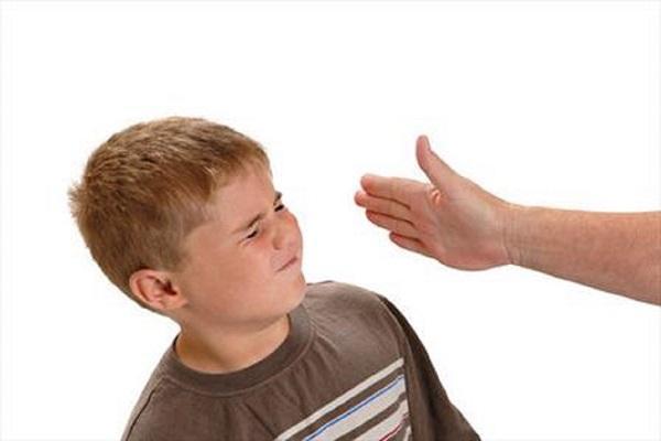تنبیه بدنی در تربیت کودک چه تأثیری دارد؟