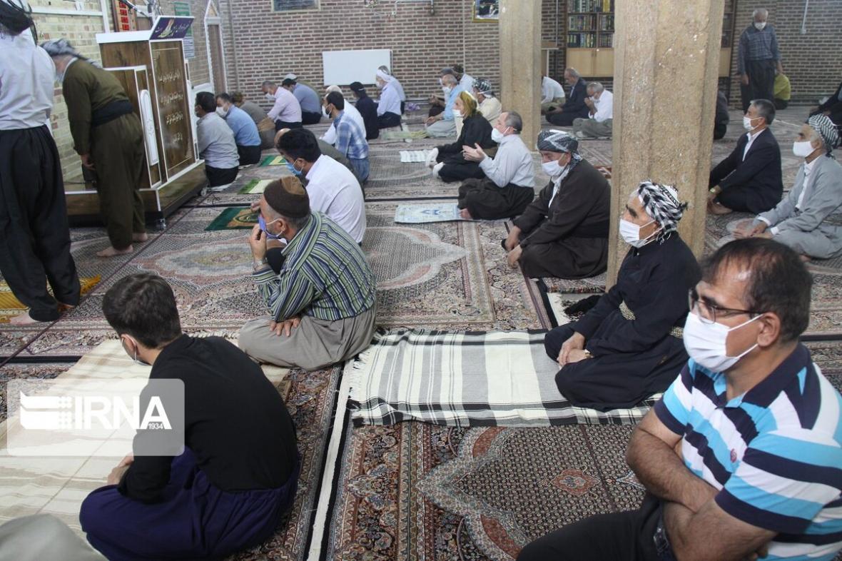 خبرنگاران امام جمعه مهاباد: روحانیون از برگزاری نماز جماعت خودداری کنند